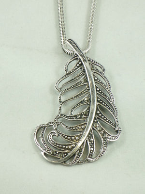Detailed Feather Necklace