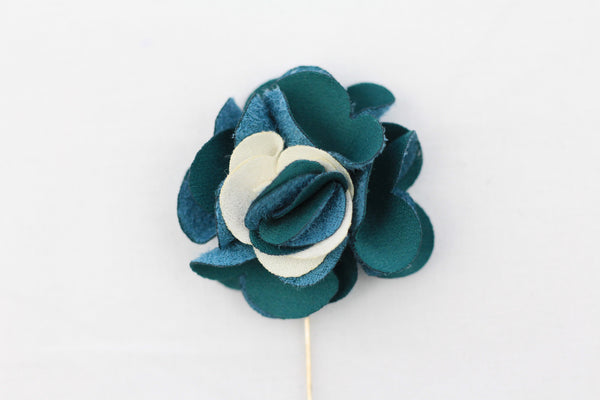 Emerald|White Flower Pin