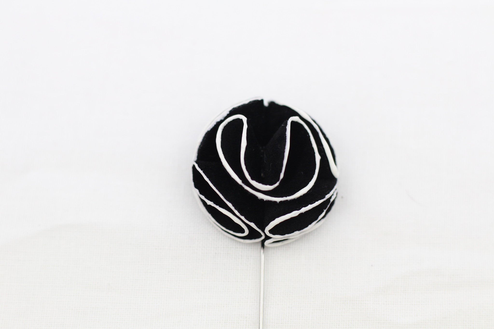 Black-White Flower Pin