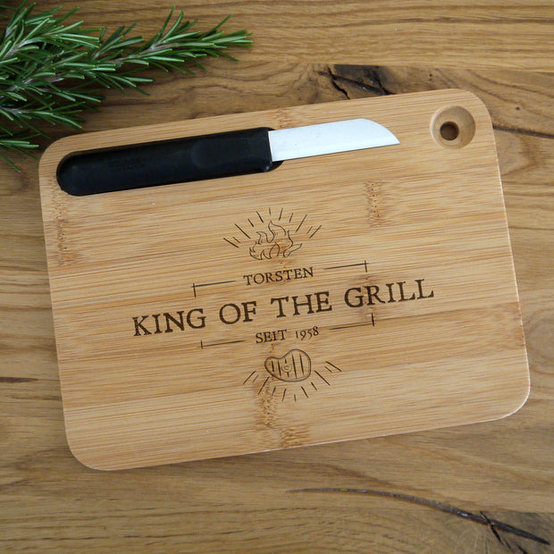 Graviertes Schneidebrett mit Messer - King of the Grill