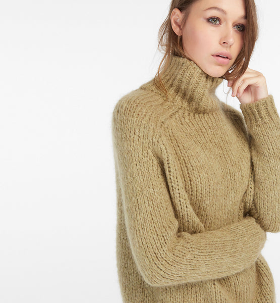 Oversized Mohair sweater - Mrs Finch, Latest fashion, how to wear styles, celebrity fashion