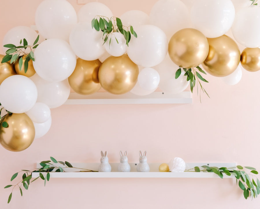 Balloon Garland DIY Kit in White & Gold