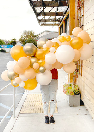 Golden Balloon Garland To-Go (Pick Up Only)