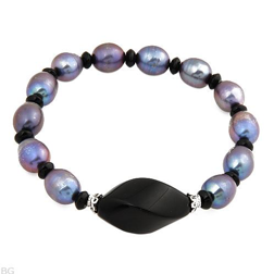 Beautiful Onyxes and freshwater pearls bracelet