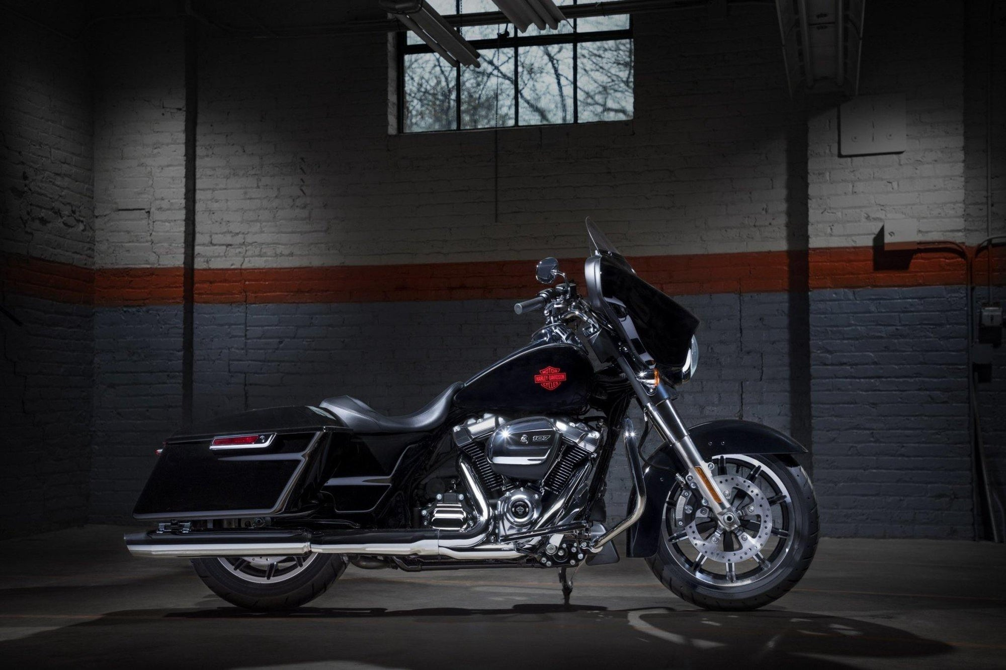 A NEW STRIPPED-BACK TOURING ICON - Rolling Thunder Harley-Davidson