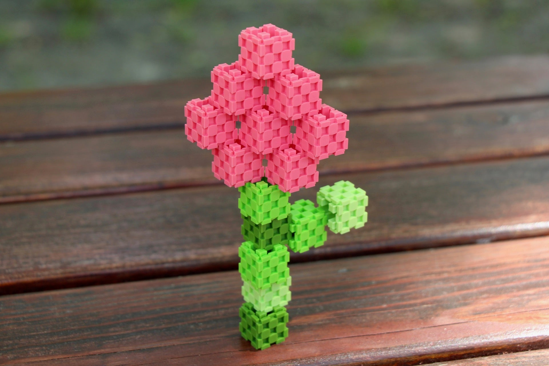 rose made with Lini cubes