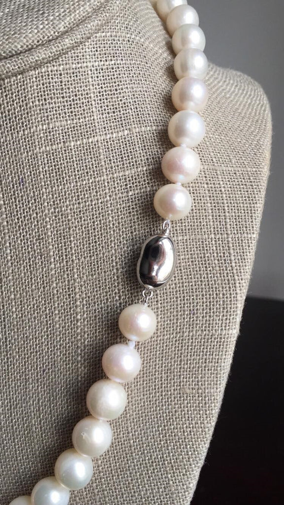 Single Strand White Pearl Necklace