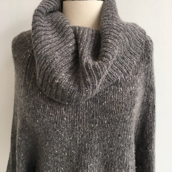 Theory Gray Turtleneck Cashmere Sweater