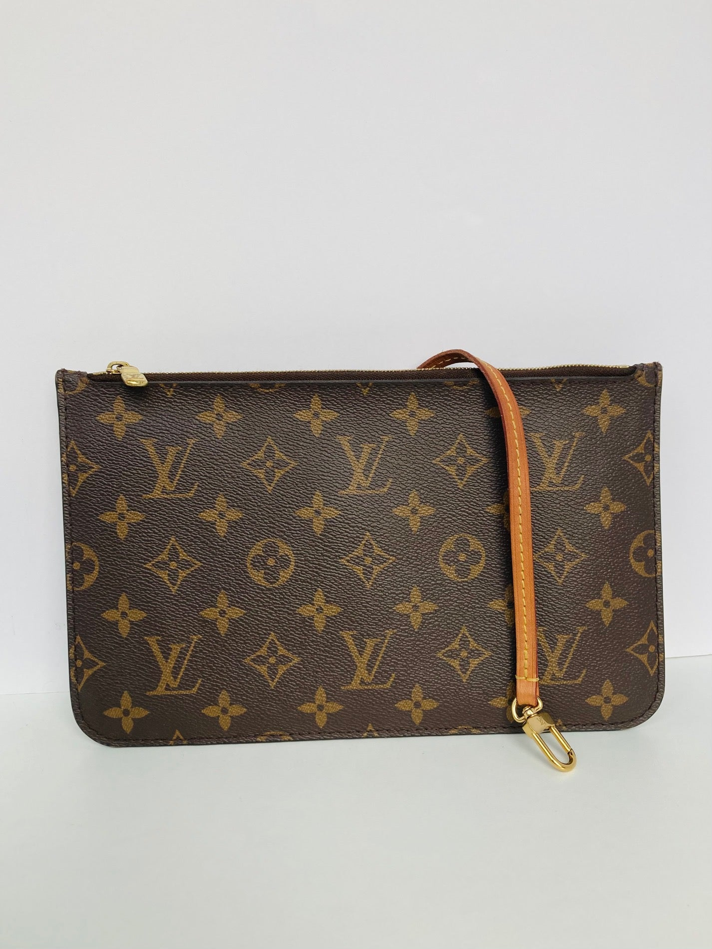 Louis Vuitton Pochette MM | Monogram + Beige