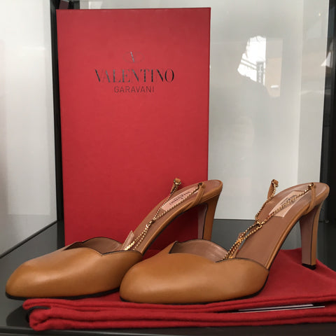 Valentino Camel Pump (new w/box)