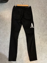Load image into Gallery viewer, AMIRI LETTER JEANS - BLACK