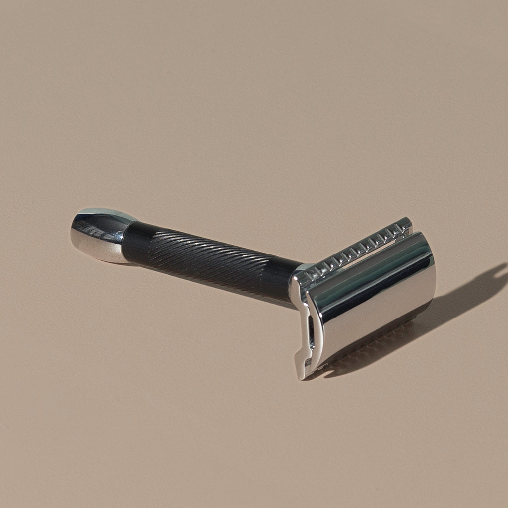 Small 8 cm Merkur stainless steel Safety Razor with a texturized non-slip short Black Handle