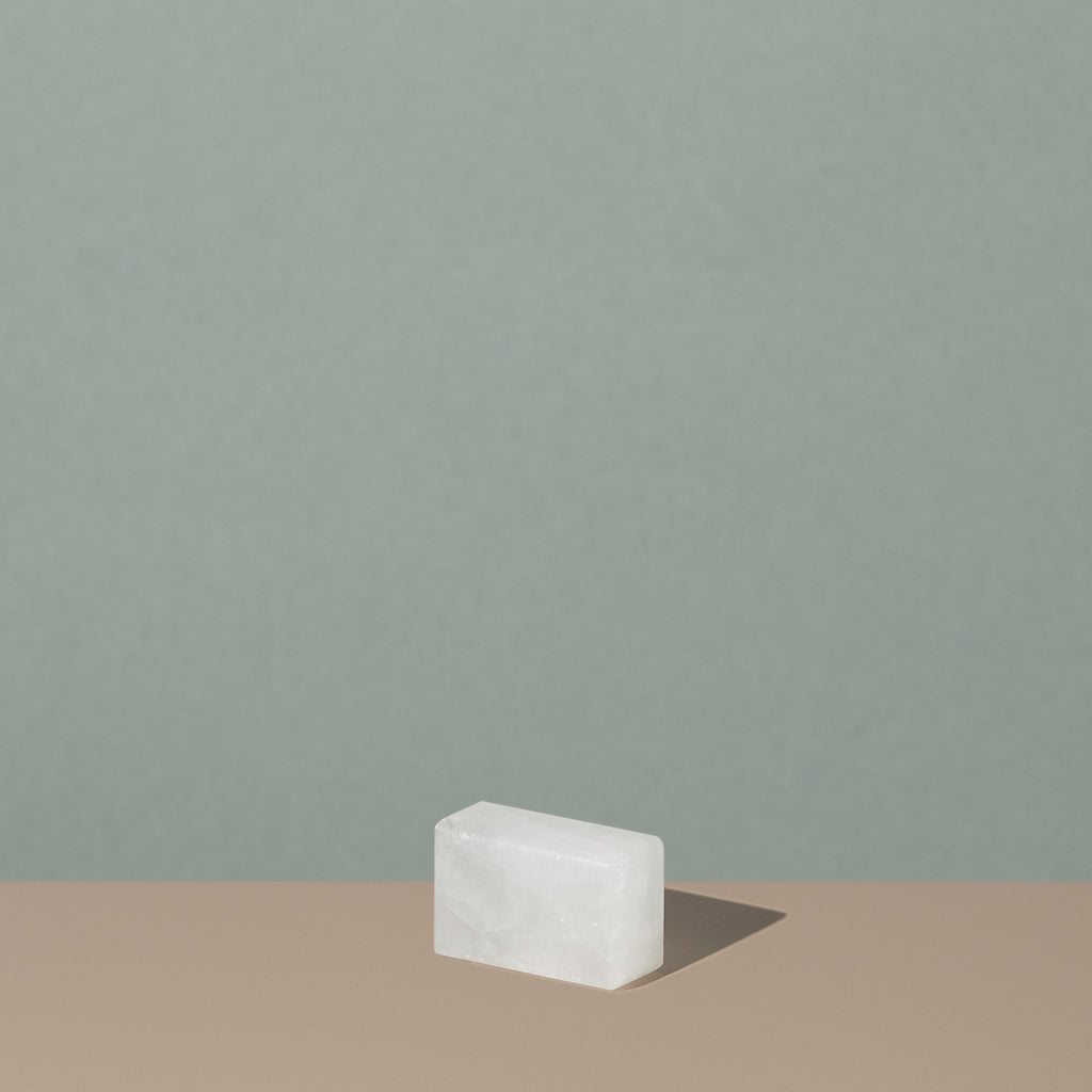 Osma bloc d'alun out of the packaging is a white see through rectangle salt stone