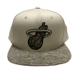 Mitchell & Ness Miami HEAT Spaceknit Snapback - 1