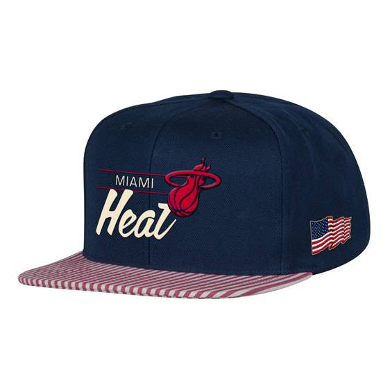 Mitchell & Ness Miami HEAT USA Snapback - featured image