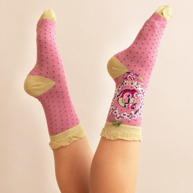 Powder Alphabet Ankle Socks - D