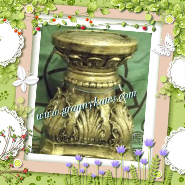 Antiqued Pedestal - Granny Kate's