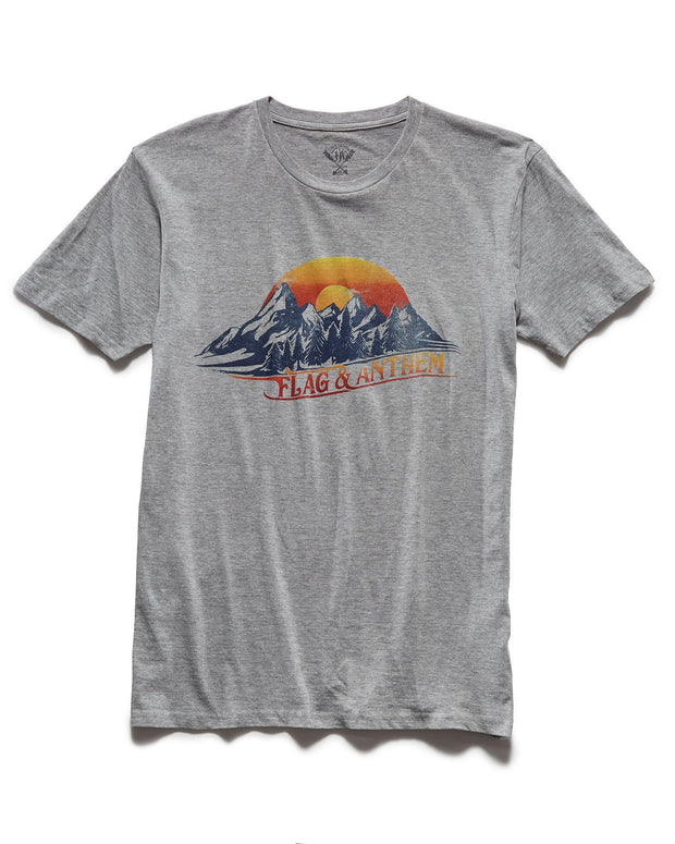 WINTER ESCAPE TEE