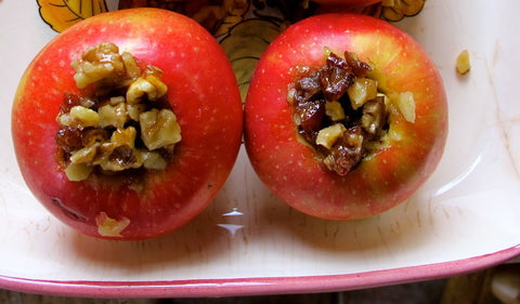 Paleo Baked Apples stuffed with Walnuts and Dates Recipe