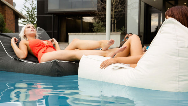 SoFloat Santorini Lounger® Lily and Charlotte