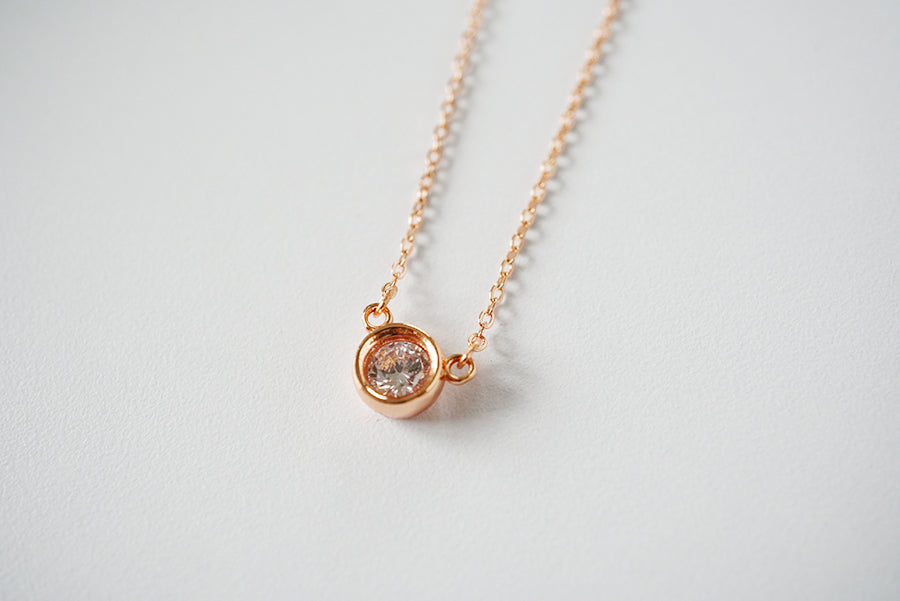 diamond gold classic solitaire in claw en set k necklace