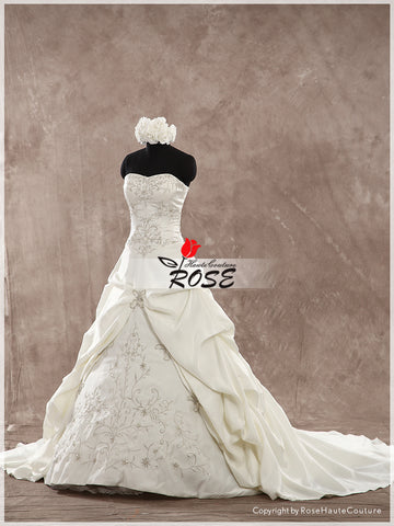 Sweetheart Neckline A Line Embroidery Wedding Dress Bridal Gown Lace Up Back Chapel Train Style WD158 - LaRovias