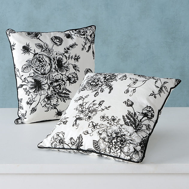 Black & White Pillow Anny