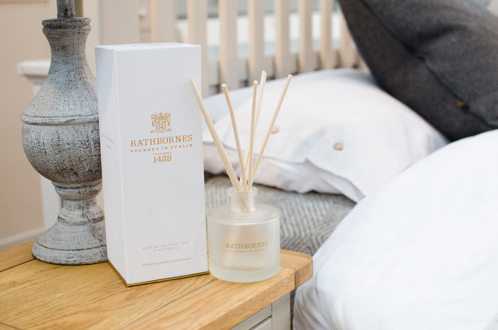 Rathbornes White Pepper, Honeysuckle & Vertivert Scented - Reed Diffuser