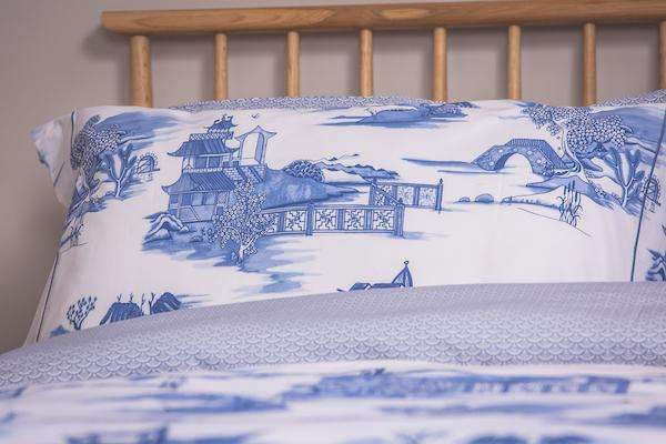 Blue Willow Toile Duvet Cover