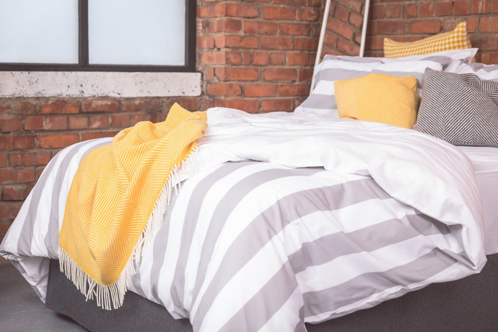 7 cm Silver Stripe Bed Linen Set