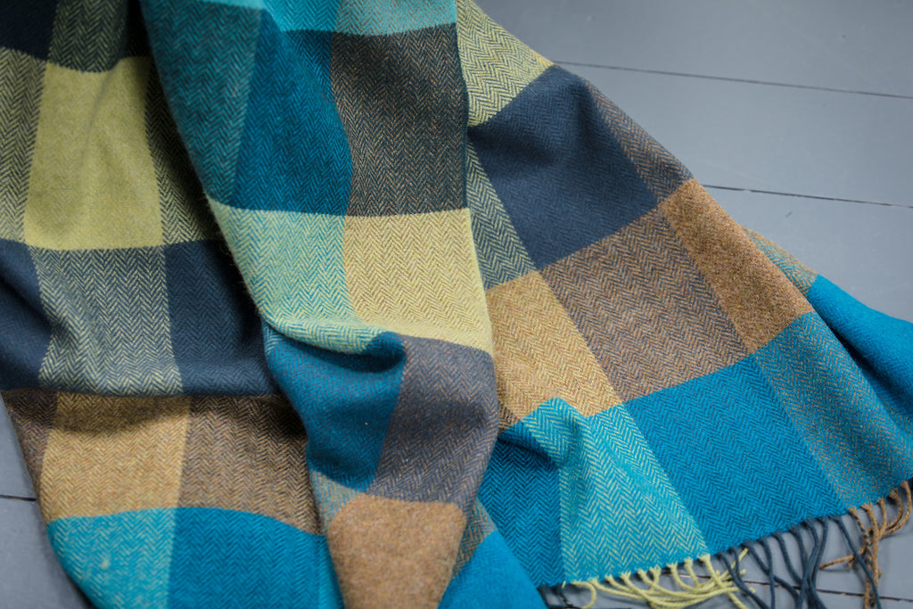 Peacock Large Check Throw / Knee Rug
