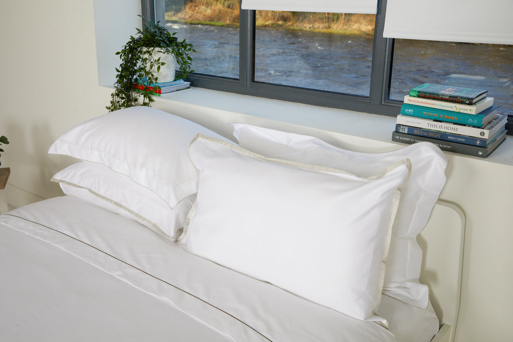 300TC Sateen White Flat Sheet with Nacre Rolenio