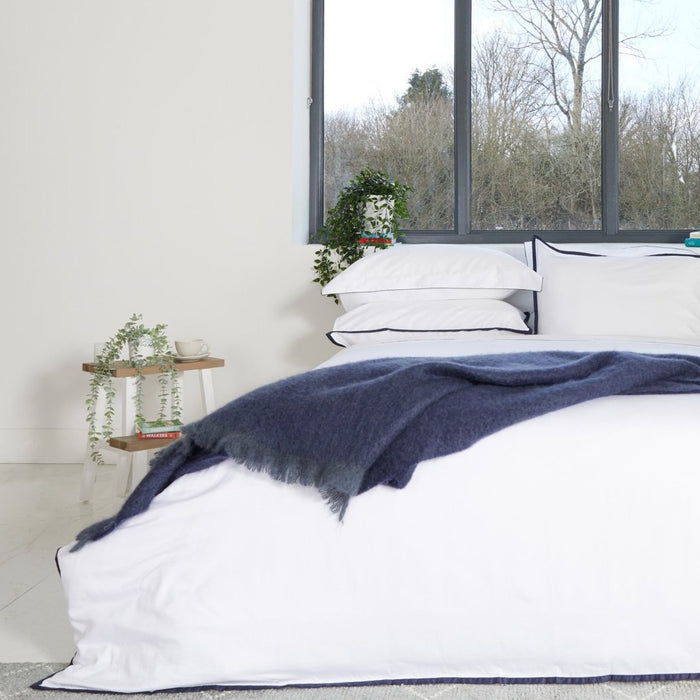 Sateen Border White/Navy Duvet Set
