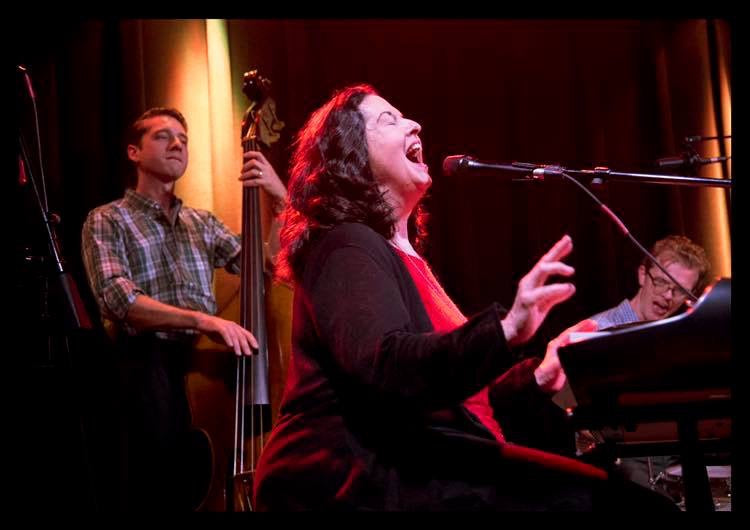 Linda Gail Lewis & band 11.Apr.2020
