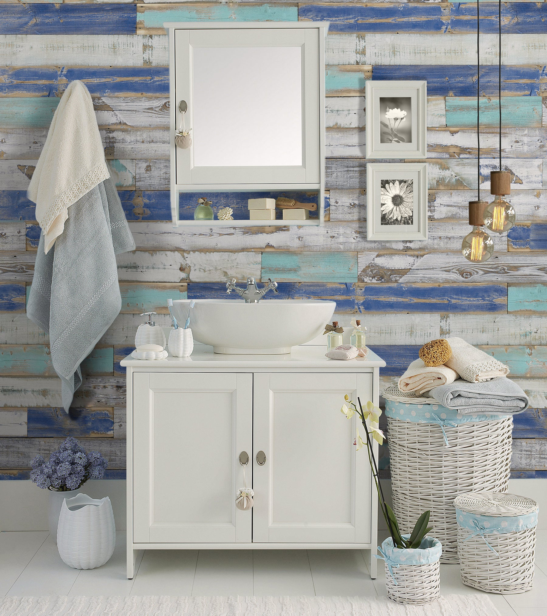 Wall panelling – a fabulous addition in any bathroom!