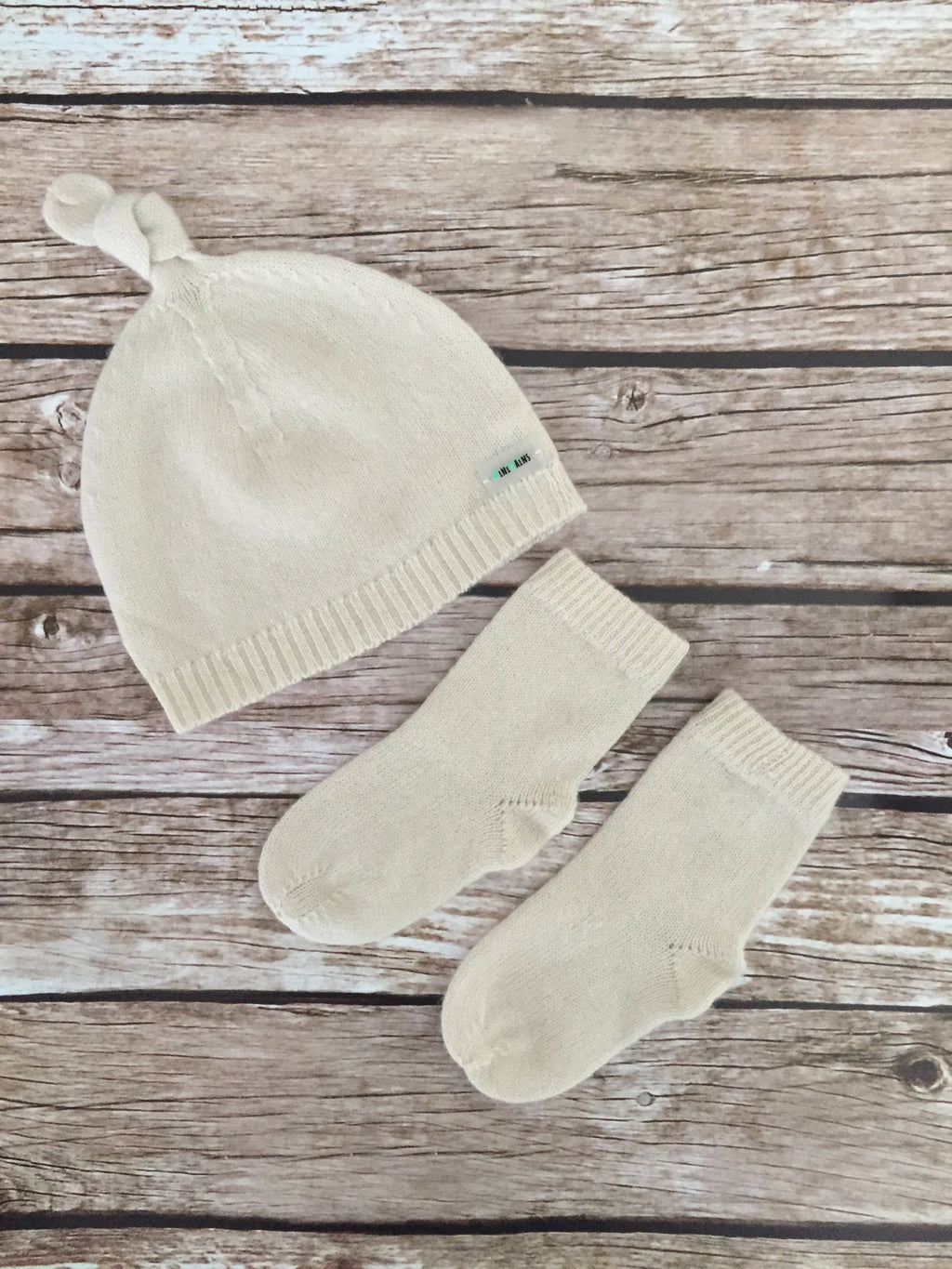 Pure Cashmere Baby Hat & Socks Set, 1-3 month, 100% eco-friendly - MINIMAINS