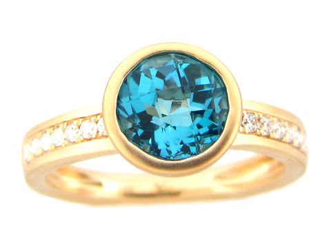 Blue Topaz Round Bezel and Diamod Yellow Gold Ring