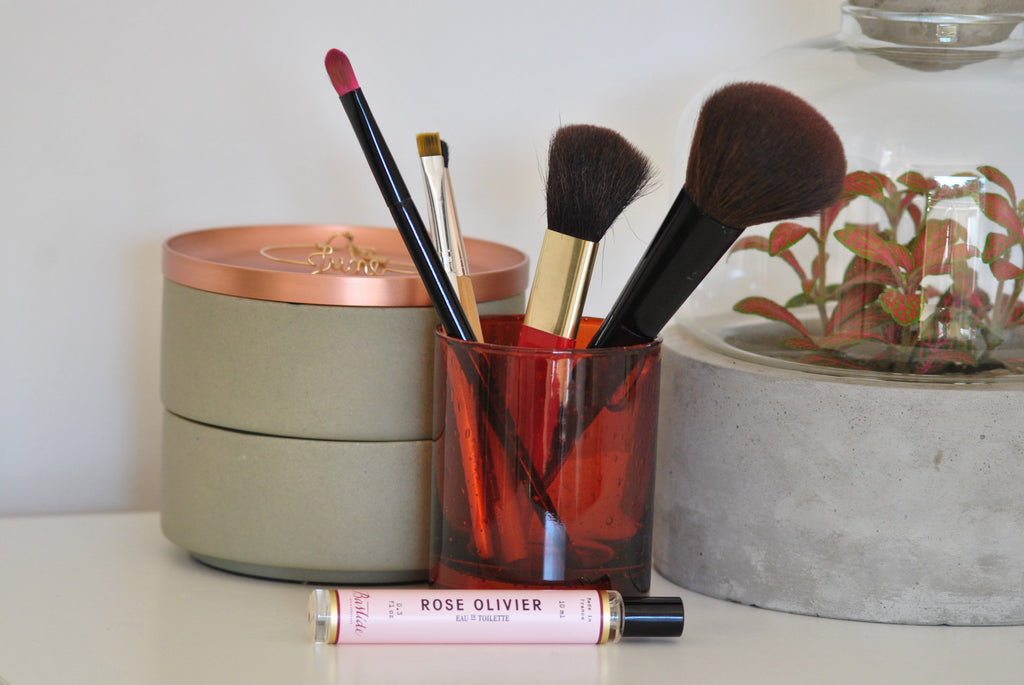 Use your Bastide candle pot as a make-up brush holder