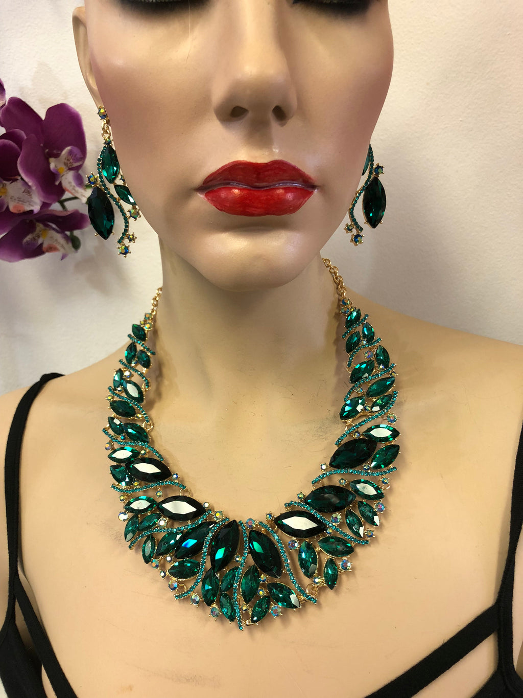 Green Emerald Necklace Set | Windsor Palace Queen's Jewelry Collection |