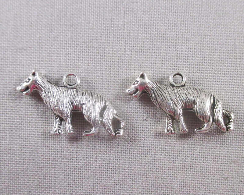Wolf Charms Silver Tone 12pcs (1398)