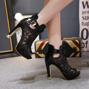 Beautiful Flower Lace Platform Heels (black)