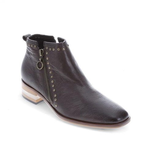 Django And Juliette Women's Firma Ankle Boot in Chocolate Boots Django And Juliette 36