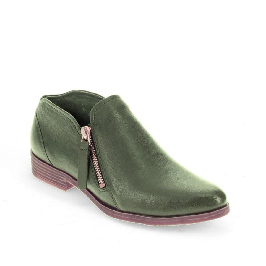Django And Juliette Women's Kitty in Forest Flats Django And Juliette 36