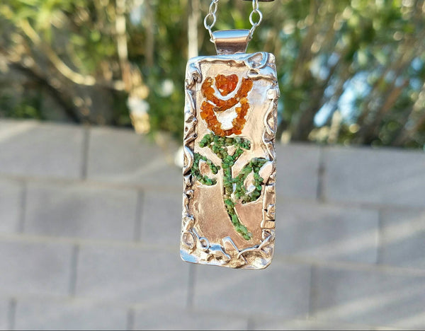 Flower Design on Overlay Silver Pendant with Carnelian & Serpentine Crashed Stone