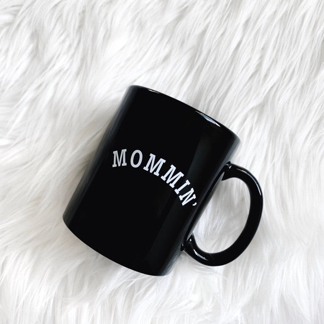 Mommin' Glossy Black Ceramic Mug 11 oz.