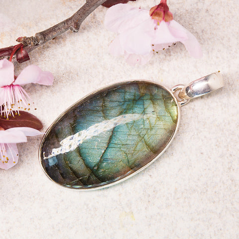 Labradorite Pendant - Blissful Aura