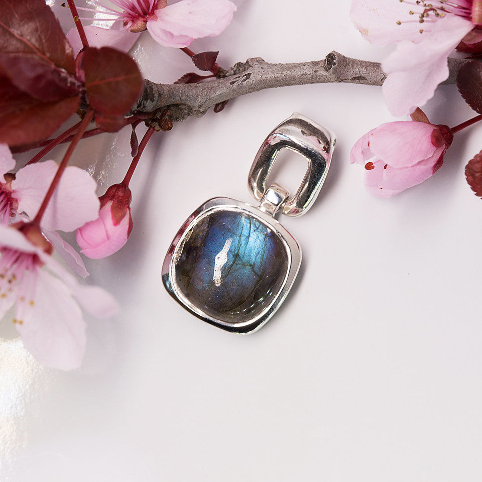 Labradorite Pendant - Simple Serenade