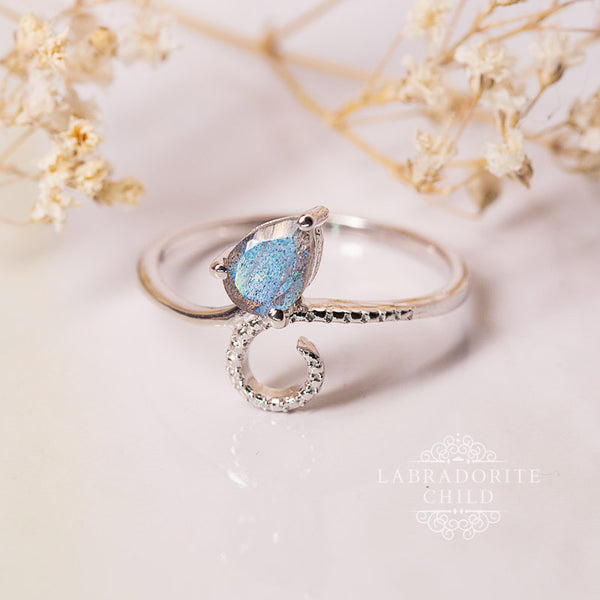 Labradorite Ring - Blossom Delight