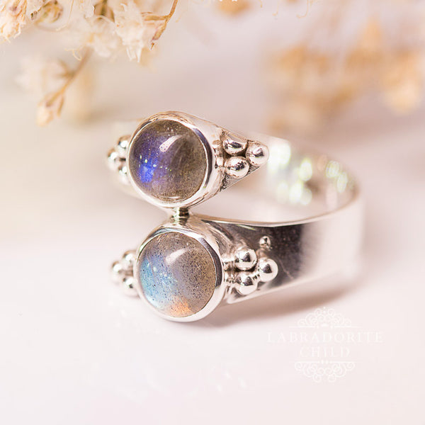 Labradorite Ring - Bypassing Lights