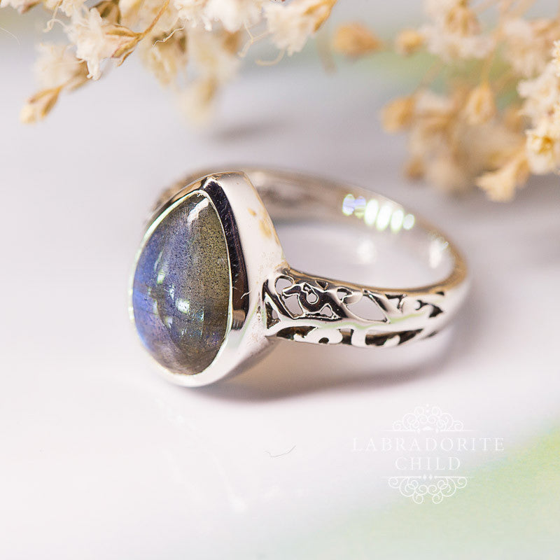 Labradorite Ring - Ornamented Teardrop